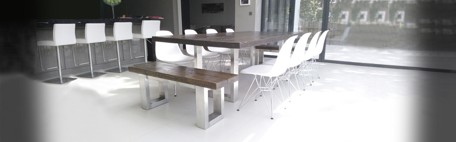 reclaimed-wood-table-and-benches