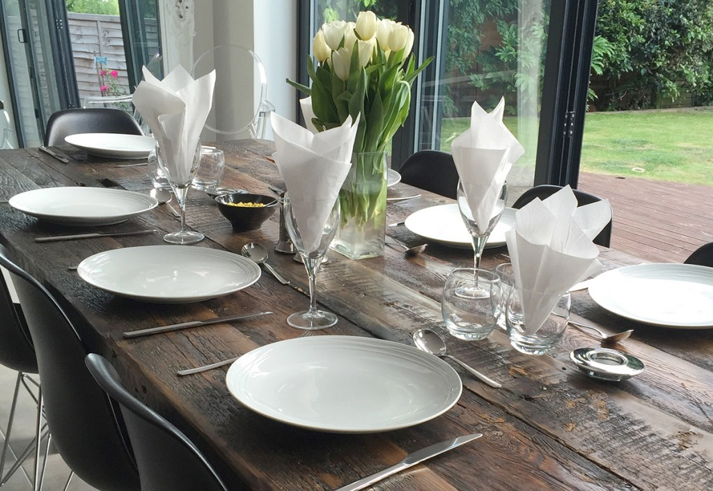 modern dining table restaurant look