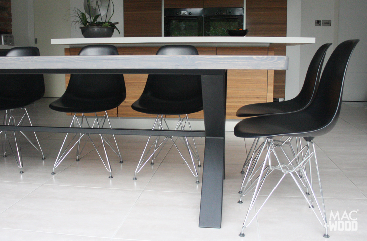 Mac+Wood Cross chair overhang