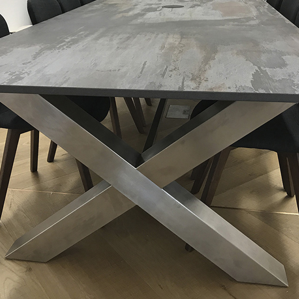 Cross table top Dekton